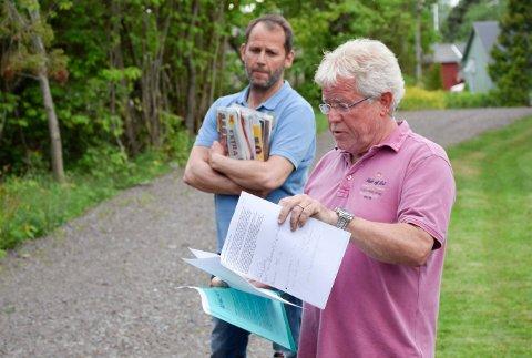 FÅR IGJEN UTLEGG: Knut Gullingsrud får igjen utleggene han har hatt i saken mot kommunen. Jon Tveiten Skuterud i bakgrunnen.