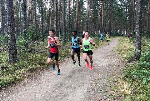 HYTTEPLANTESTEN: Magnus Tuv Myhre (nummer 38) var raskeste lokale løper i Hytteplantesten på Eggemoen.
