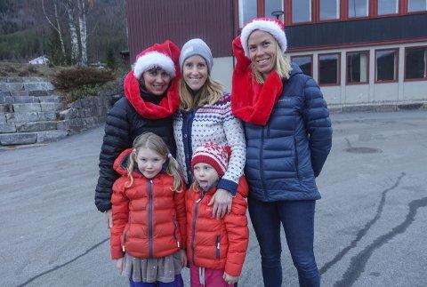 Nisser i bygda: Marthe Haukaas med Svanhild og Solveig, Inger Mari Nymoen og Silje Haukaas Eggerud inviterer til nissemarsj.