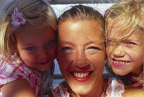 HJEMMESOMMER: Anja Holt og døtrene Vilde og Ida fra en tidligere sommer. Også i år skal de kose seg – med base hjemme i Lørenskog.FOTO: PRIVAT
