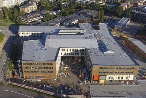 STENGES: Fra onsdag morgen får verken elever eller ansatte på Jessheim videregående skole komme på skolen.