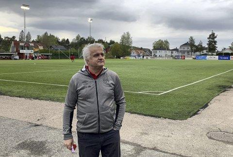 Må trolig vente: Daglig leder Harald Gjervik i Strømmen IF hadde håpet å få vedtatt nytt flomlysanlegg på onsdag. Det er de avhengig av for å få spilt toppfotball på Strømmen stadion. Nå kan saken bli utsatt til september.