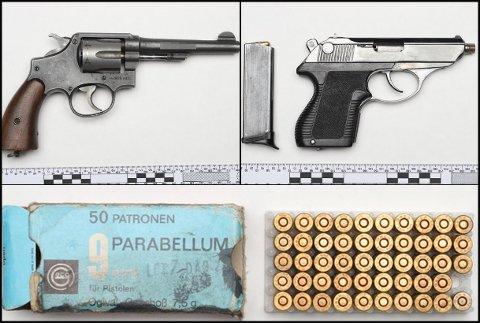 BESLAGLAGT: Disse pistolene og ammunisjonen fant politiet bak takplater inne hos bilforhandleren.