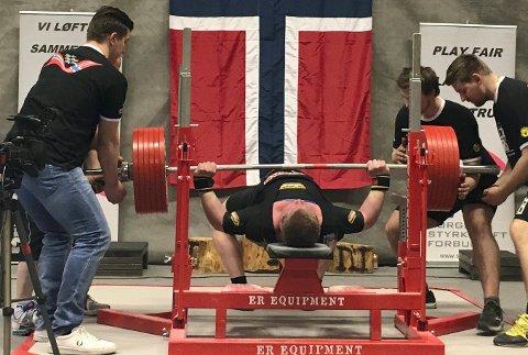 VINNERLØFTET: Per Marius Hole sikrer seg NM-tittel med et vinnerløft på 322,5 kg.
