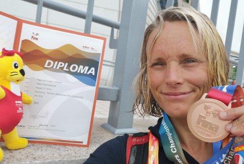 BRONSEMEDALJEVINNER: Linn Krogh Hansen (49) fra Slemmestad imponerte med bronse på 200 meter bryst. Også i andre disipliner kan hun skilte med gode plasseringer.