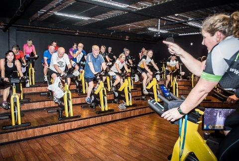 OVERSIKT: Fra sykkelsetet har Marion Bråten full kontroll på innsatsen til deltakerne i «Grønt prosjekt».
