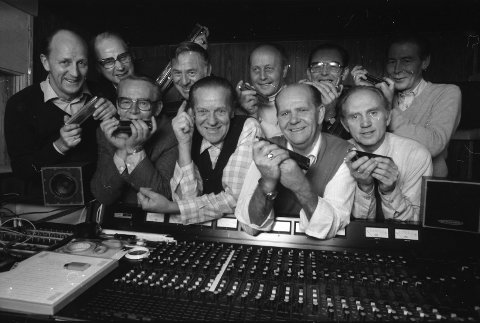 Bilde fra 31. oktober 1983 - kanskje fra innspilling av en kassett? Foran fra venstre: Per Pedersen, Leif Andersen, dirigenten Rolf Halvorsen, Einar Melsom og Kjell T. Råstad. Bak fra venstre: Einar A. Kleppan, Kåre Kruge, Gunnar Sørensen, Odd Braa og Kjell Sørensen. Foto: Sandefjords Blad