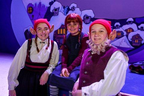 HJERTNES: Tre søstre fra Sandefjord er med i oppsettingen Putti Plutti Pott. f.v:  Mathea Solheim (15), som nissekone og reinsdyr,  Maja-Linnea Colbiørnsen (9), som hovedrolle figuren Caroline, og Signe Aleksandra Solheim (13), som nissegutten Palle.