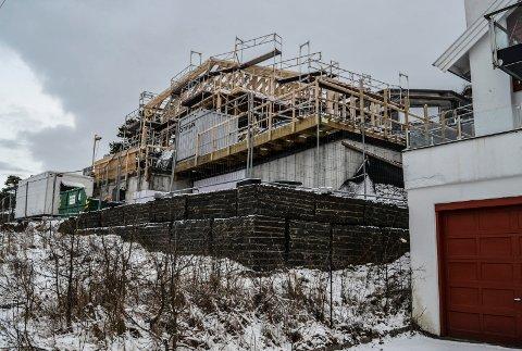 BUERSTRANDA 3: Nybygget ved Veløyveien slik det ser ut i dag. Hele reisverket er på plass.