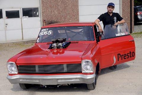 KLAPPET OG KLART: Anders Back er klar for Gardermoen med sin Chevrolet Nova 1966.  Foto: Ole-Morten Rosted