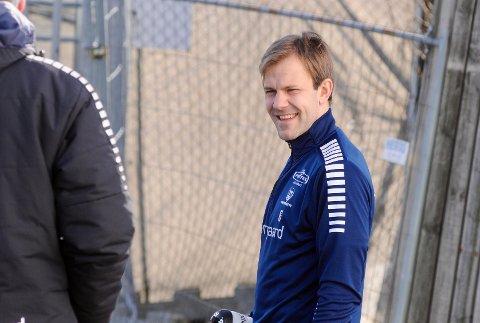 GODT HUMØR: Nicolai Næss forteller at det er mye energi og spilleglede i gruppa drøyt to uker før seriestart.