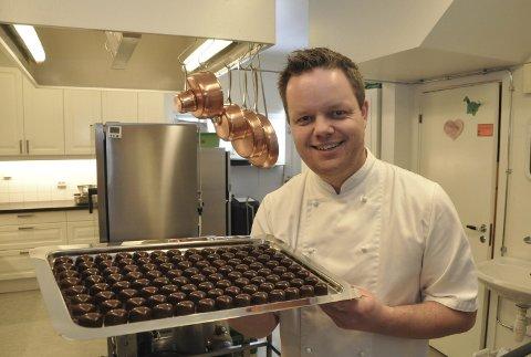 Helt Utsolgt: Øystein Breivik på Askim sjokoladestøperi kunne produsert mer sjokolade til jul. Han valgte juleferie. ARKIVFOTO