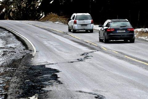 SVINGER: Fylkespolitikerne vil ikke rette ut svingene på fylkesvei 114.