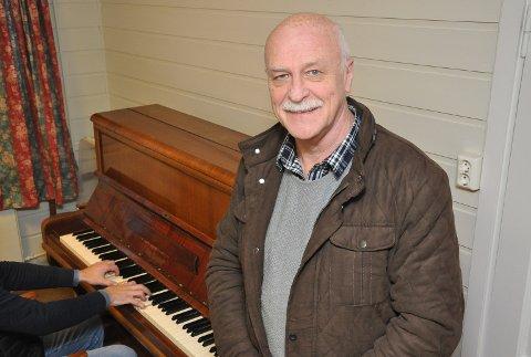 Olav Strand er på jakt etter et piano.