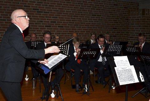 ALLSIDIGE: Slusebrass framførte blant annet både marsj og Vivalidi da de avsluttet vårkonserten.