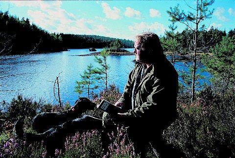 FUGLEEKSPERT: Per Kristiansen sitter på detaljerte kunnskaper om hva som finnes av skogsfugl i Fjella. Hans opplysninger ble lagt fram vektige argument da Fylkestinget torsdag vedtok sin høringsuttalese om vindkraft i Østfold. ARKIVFOTO: Svein Syversen