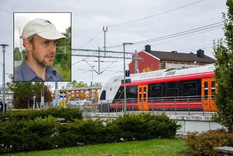 – HELT GREIT: Togpendler Frode Otto Fossum mener buss for tog er til å leve med.