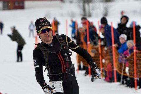 GIR SEG: Erlend Widerøe Hennig, her ved målgang etter Sesilåmi i 2019, legg opp etter at den siste sesongen blei amputert av koronaviruset.