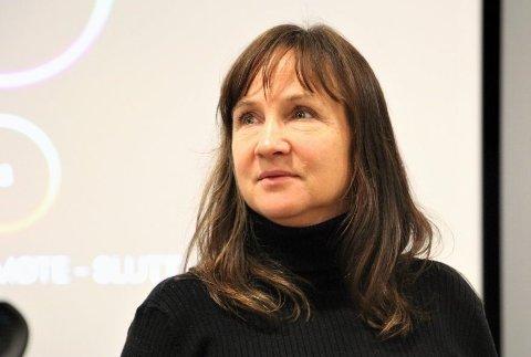 – TA REGLANE PÅ ALVOR: Strand-ordførar Irene Heng Lauvsnes vil at både strandbuane og dei som kjem på besøk til kommunen framleis skal overhalda reglane om avstand for å unngå smittespreiing.