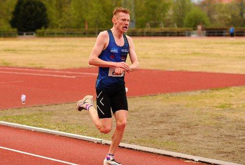 LØP FORT: Alexander Kirkeberg holdt stor fart da han fosset inn til ny personlig bestenotering på 10000-meter i Trondheim på 17.mai.
