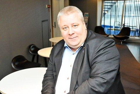 IKKJE KJENT MED: Stortingsrepresentant Bård Hoksrud (Frp) var ikkje kjent med flyttevedtak og gjekk hardt ut mot påstandene.