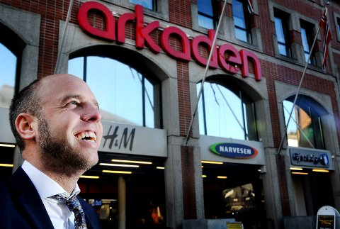 GÅR AV: Emil Eriksrød fratrer stillingen som CEO/konserndirektør i R8 Group.