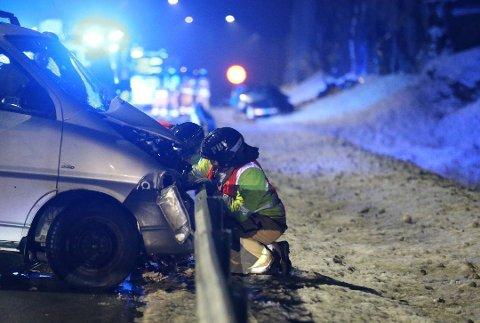 DØDSULYKKE: 21-åringen kjørte i feil kjøreretning på E18, og frontkolliderte med en møtende bil. En familiefar omkom i ulykken. Foto: Geir Eriksen