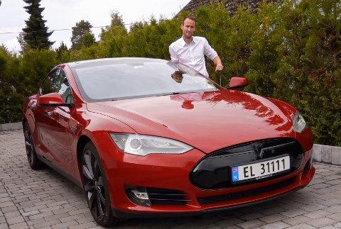 For 750 kroner døgnet kan du leie Odd Jørgen Rølands Tesla Model S som inkluderer 200 kilometers kjørelengde.