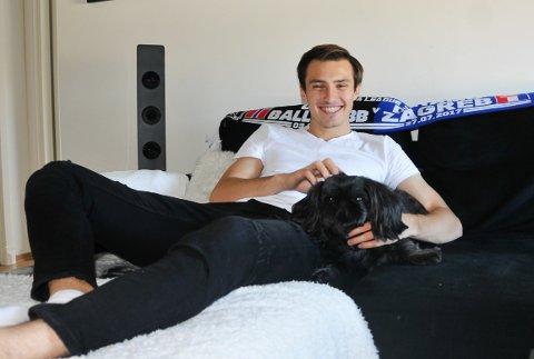 SNART TILBAKE: Stefan Mladenovic ser framover og håper han har lagt kneproblemene bak seg. Foto: Kristian Holtan