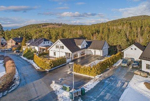 SALGSREKORD: Denne praktvillaen i Gjermund Haugens vei i Høgås er solgt for 6 millioner kroner - og dermed blant kommunens dyreste.
