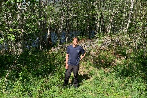 Flomvoll: Det er flomvollen ved elva bak Roar Borgerås som skal utbedres og forlenges.