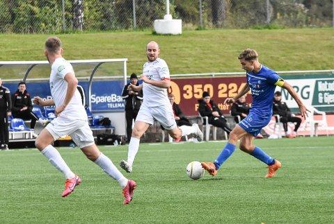 VENTE: Henrik Gustavsen og NFK-laget må vente med seriestarten til tidligst første helgen i mai.