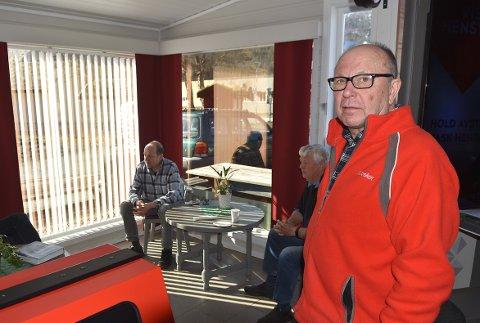 ÅPNET: Terje Nordvik ved Matkroken i Todalen kunne gjenåpne kaffekroken på butikken mandag.
