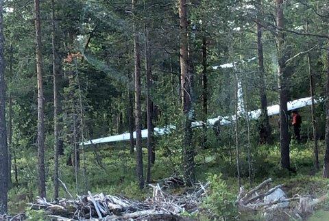 Flyet landet med fronten først inne i skogen ved Fagerhaug i Oppdal.