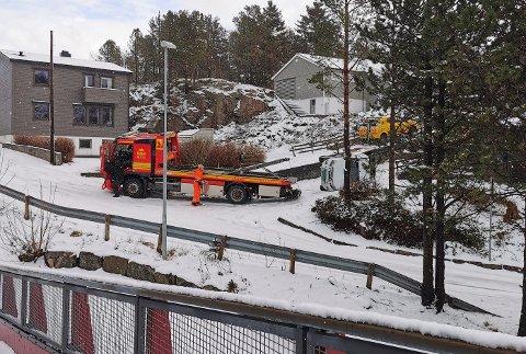 UHELDIG: Mange har hatt problemer på det glatte føret torsdag. Denne bilen endte på siden på Persløkka.