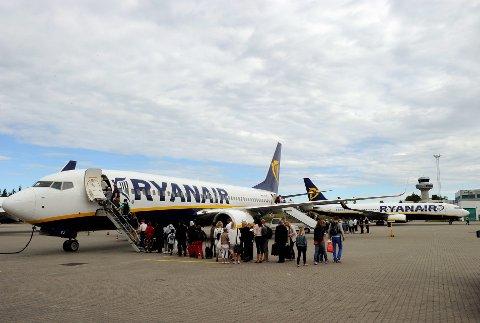 SATSER: Etter noen år med få ruter på Torp Sandefjord lufthavn, skal Ryanair nå satse på stort i Vestfold igjen. Bildet er fra 2011.