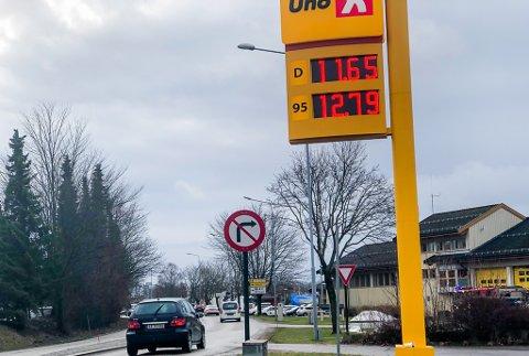 LAV: Med 11,65 kroner literen for diesel og 12,79 kroner literen for bensin, markerer Uno-X seg som en lavpriskjede. Og denne gangen er prisnedgangen så stor at det virkelig monner for bilister med tom tank.