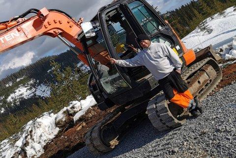 Anders Østvold har helt siden barneskolen vært bestemt på at det var gravemaskinfører han skulle bli. Nå eier og driver han sitt helt egne selskap.