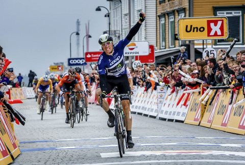 Edvald Boasson Hagen spurtet inn til sammenlagtseier i Tour des Fjords i Stavanger i fjor. Foto: TDF/Szymon Chruchalski