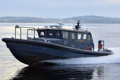 Tollvesenet på Sørlandet gikk til anskaffelse av «superbåten» TK Svinør i 2013. Hvor stor motor den har, og hvor fort den kan gå er hemmelig. I forrige uke ble den benyttet i aksjonen på Gjeving.