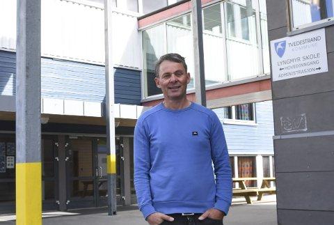 Rektor Oddvar Haslemo planlegger kommende skoleår, og trenger en vikar. Arkivfoto