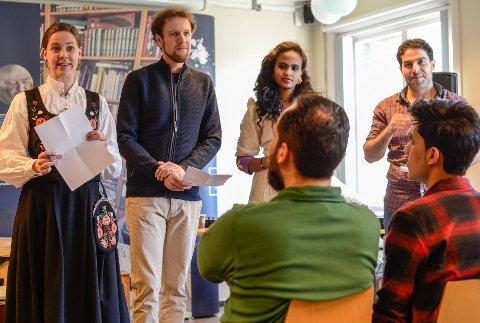 Fleire språk: Fire konferansierar leia kvelden på norsk, engelsk, tgrinja og arabisk.foto: Privat