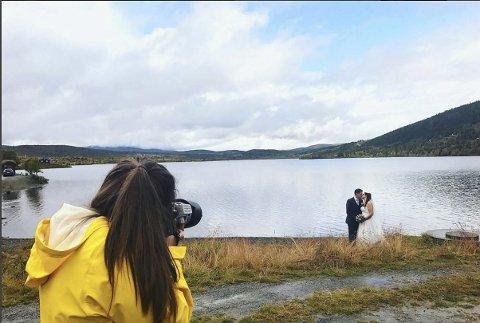 Fullbooket: Christine Støa Stokkebryn har oppdrag som bryllupsfotograf hver helg framover.
