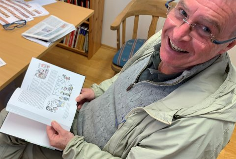 TIDENES HYTTEBOK: Sammen med sønnen har Andreas Johan Øhren skrevet en bok som skildrer det norske særegne hyttelivet, men også om unge 68-ere som forsøker å takle et liv i velstand og overflod.