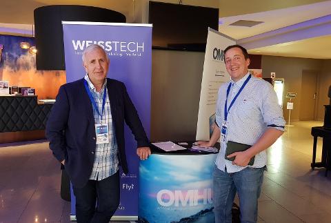 PÅ OFFENSIVEN: Philip Aspholt Weisser (th) og Even Skavhaug på SOR-konferansen i Bergen i mai. WeissTech holdt da en presentasjon av virksomheten for mange store aktører.