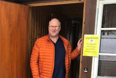 Kommuneoverlege Tor Inge Kristianslund i Etnedal er ikke begeistret for lekkasjen om at hytteforbudet kan bli opphevet 20.april.