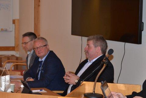 Øystre Slidre: Rådmann Jostein Aanestad (f.v.), ordførar Odd Erik Holden og varaordførar Arnfinn Beito. Det var kommunestyret som vedtok Moglegheitsstudien for Heggenes og utgreiing av næringsområde på Beitostølen.