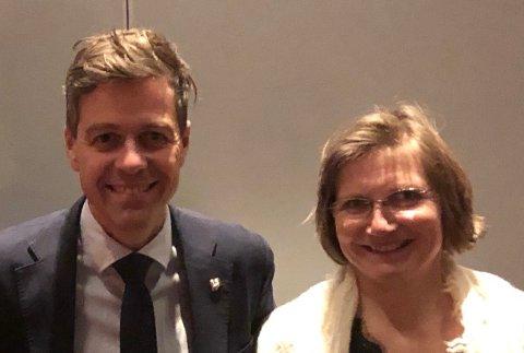 PÅSAMMELINJE:Lokal partileder Kari Anne Karlsen sammen med partileder Knut Arild Hareide under helgas møte i KrFs kvinneforening.