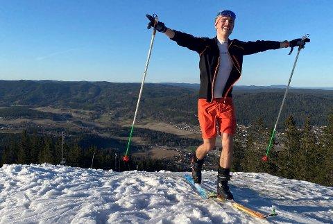 EVEREST PLUSS LITT TIL: Espen Helgesen etter at han tirsdag kveld hadde gått opp den stupbratte Olaløypa for 30. gang, som tilsvarer 10.000 høydemeter.