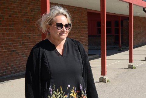 KAMPEN OM LÆRERNE: Rektor Hanne Christine Arveng sier det er et tøft marked for å finne lærere til å fylle de ledige stillingene. Spesielt godt merkes kampen mot skolene i Oslo.